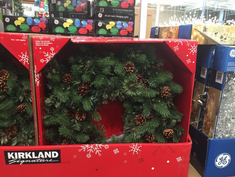"Kirkland Signature 32"" Battery Operated Wreath with LED Lights"